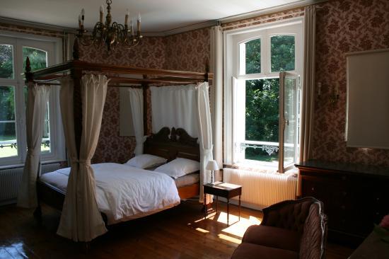 chambre rose fenêtre